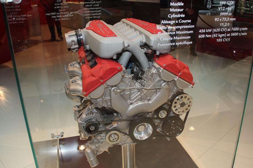 599 GTBに搭載されるVバンク角65度のV型12気筒 5999ccエンジン。最高出力456kW、最大トルク608Nm