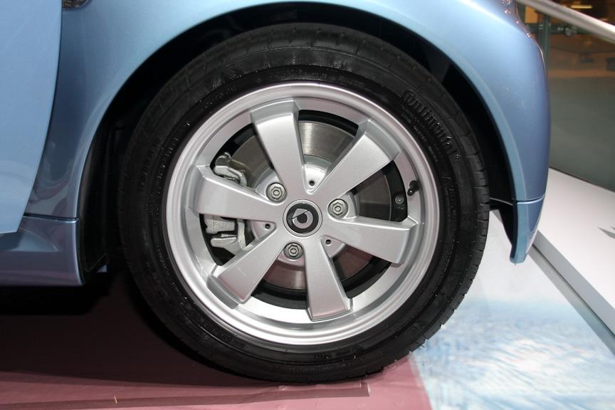 仕様変更されたスマート フォーツー mhd。内外装のデザインを変更したほか、エンジンマネジメントの最適化などにより燃費も0.5km/L向上した