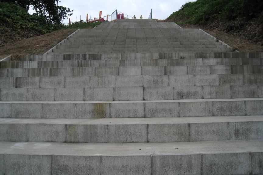 J席はきつい階段を登らないとたどり着けない