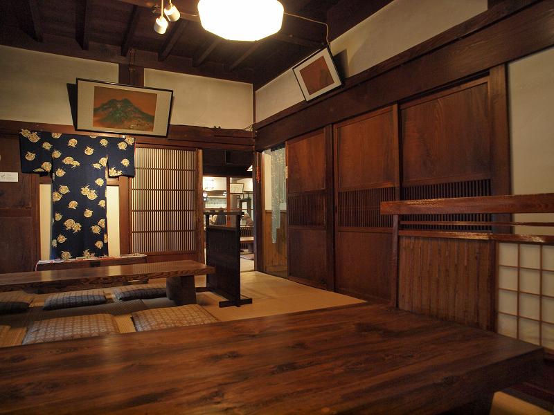 この純日本家屋、もともと酒蔵の母屋として使われていたんだとか