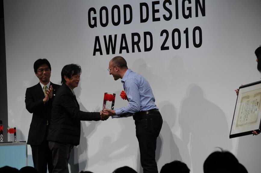 経済産業省 大臣政務官の田嶋要氏が受賞者に祝辞を述べた