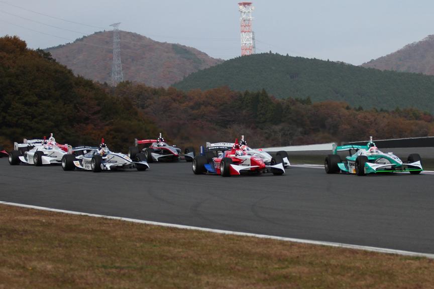 ポールポジションのコッツォリーノ選手は6位に後退