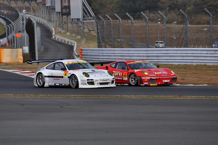 さらに、9号車 911GT3Rを抜き3位に浮上