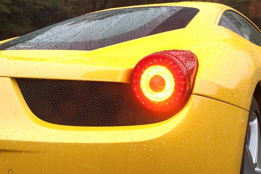 リアコンビネーションランプもLED。左から、ポジション点灯時、ブレーキ時、ウインカー点灯時