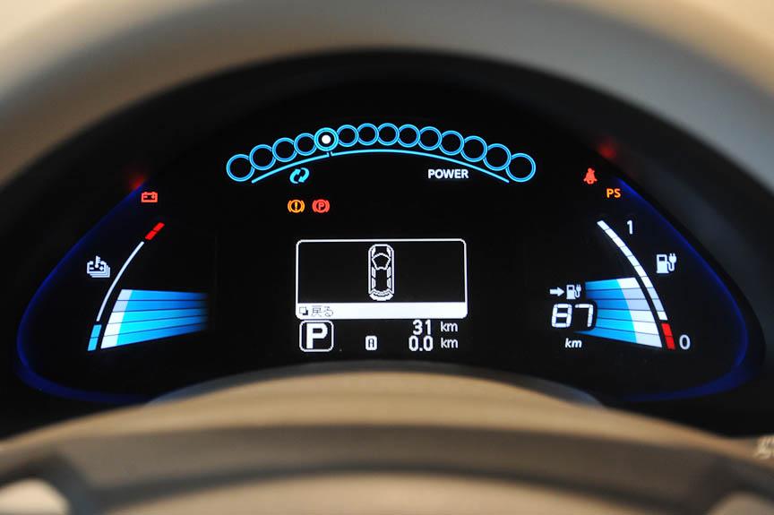 バッテリーの温度と残量が左右に表示される