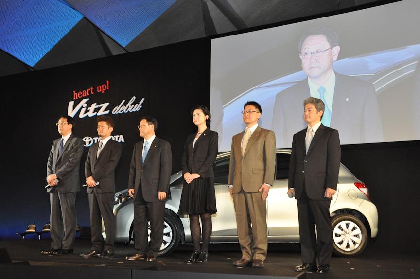 豊田章男社長と新型ヴィッツの開発者ら6人が登壇