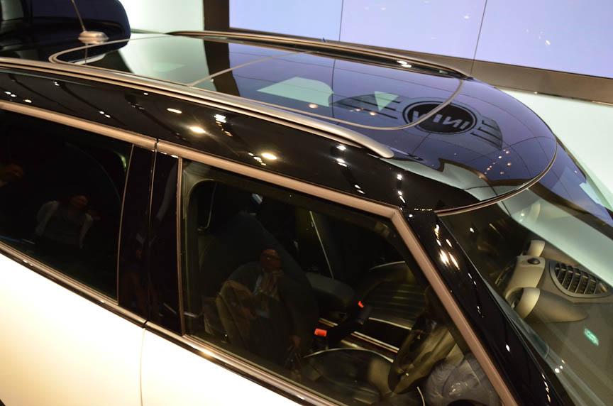 展示車は電動ガラスサンルーフを装着