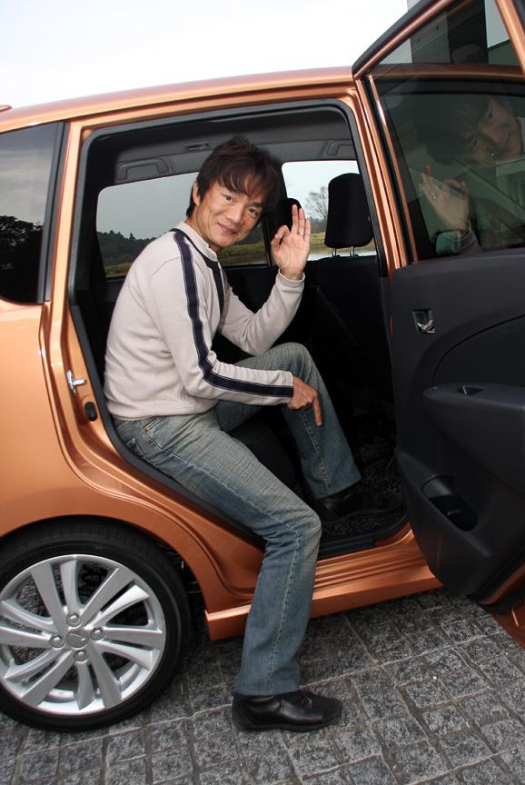 標準モデルよりスポーティな仕上がりをみせるカスタムRS。標準車ともども乗り降りしやすいのも魅力