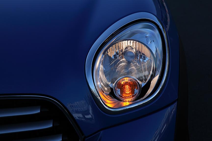 「ワン」と「クーパー」には一般的なハロゲンヘッドライトが標準。バイキセノンもオプションで選択可能