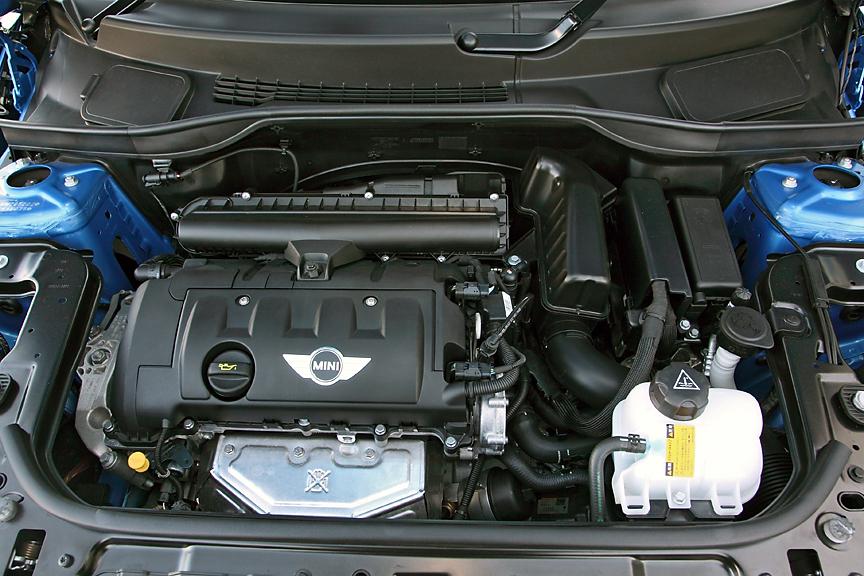 エンジンは1.6リッター自然吸気の直列4気筒DOHCユニット。可変バルブタイミング機構などを採用し、90KW(122PS)/6000rpm、160Nm/4250rpmを発生する