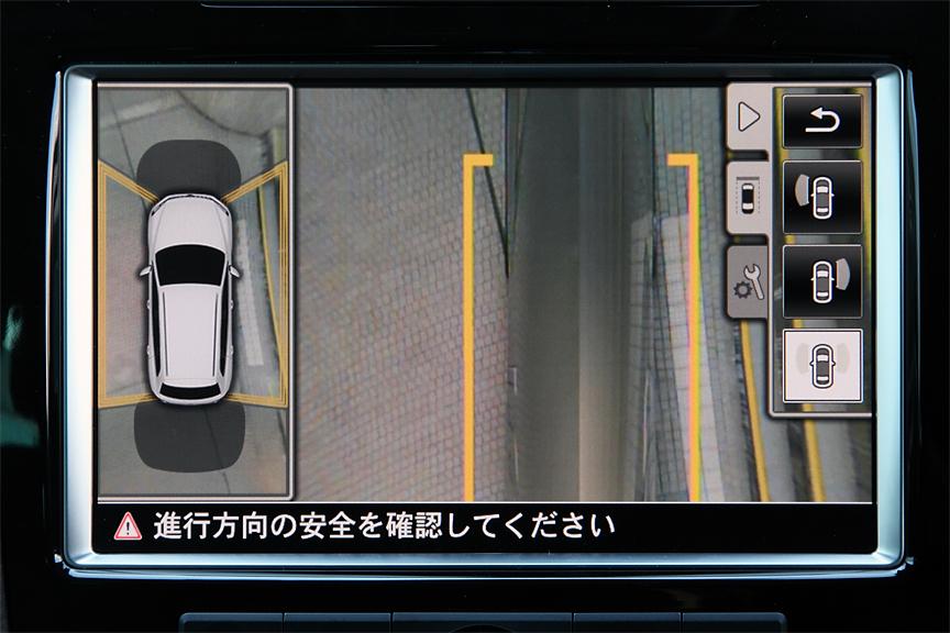 フロント、サイド、リアに4個のカメラを装着。自車周囲を頭上からの映像で確認できるアラウンドビューカメラ「Area View」を両グレードに標準装備。もちろん、フロントだけ、リアだけの映像を表示することも可能