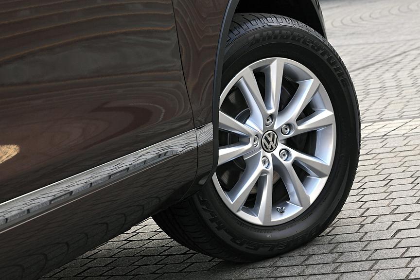 ホイールサイズは18インチ。タイヤサイズは255/55 R18