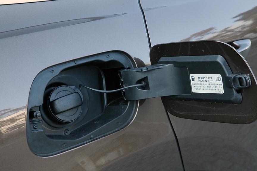 ガソリンは無鉛ハイオク仕様