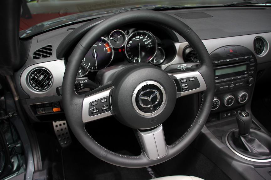 特別限定車「MX-5 Spring 2011」