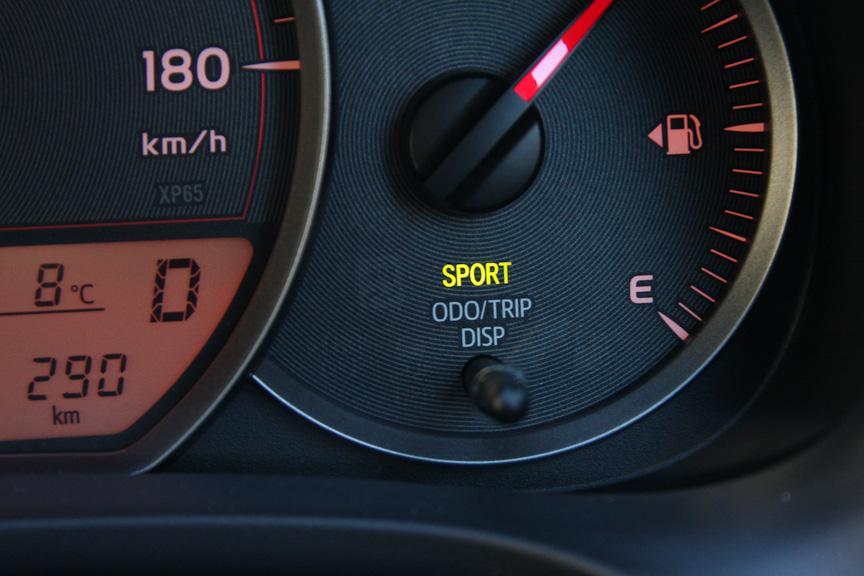 よりきびきびとした走りを可能とするCVT SPORTモードも持つ