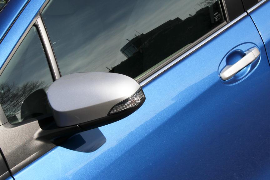 シルバーデコレーション車はドアミラーとアウトサイドドアハンドルがシルバー加飾となる