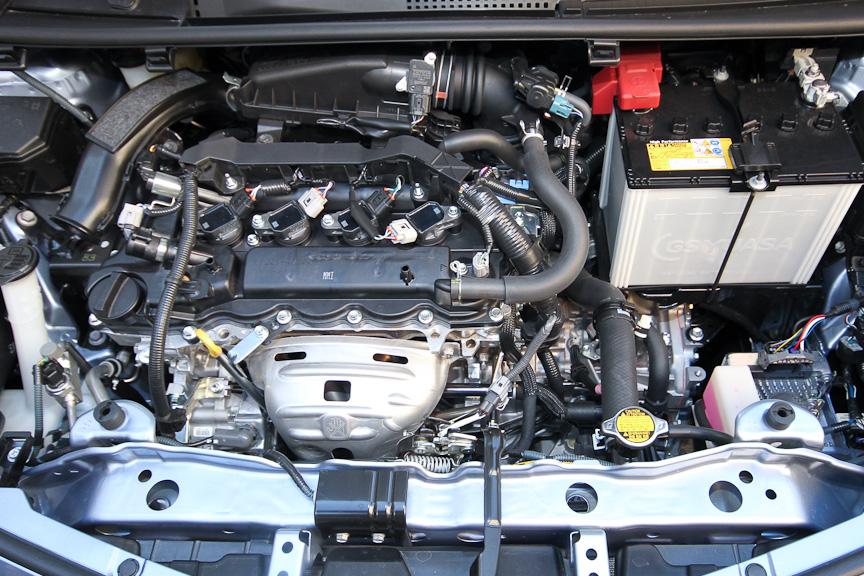 RS以外のグレードで用意される1.3リッターエンジン。写真はFにのみ用意されるアイドリングストップ仕様