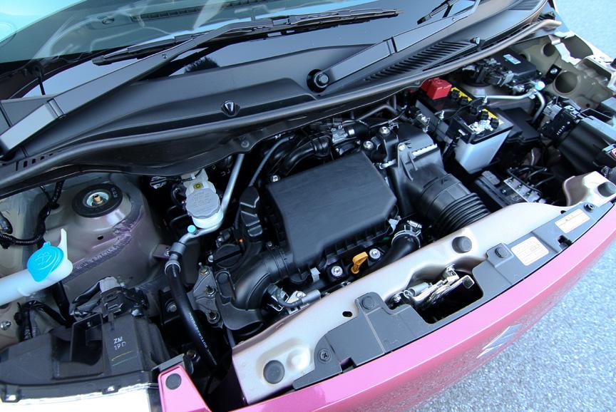 最高出力47kW(64PS)/6000rpm、最大トルク95Nm(9.7kgm)/3000rpmを発生する直列3気筒 DOHC ターボエンジン