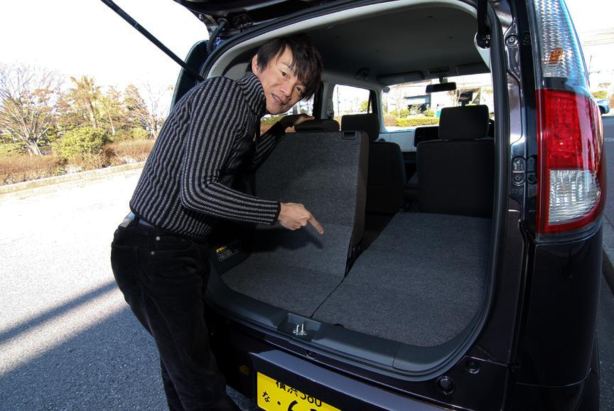 X、Tグレードでは後席が160mmスライドするスライドシートを装備さらにリクライニング機構も備わる。また、リアシートバックをダイブダウンさせれば長尺物を積むこともできる