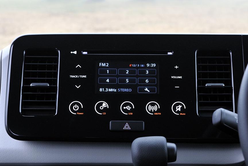 MRワゴンのタッチパネルオーディオ。映り込みも少なく、使い勝手がよい。オーディオはCD、ラジオを聞けるほか、USBソケットを介してデジタルオーディオプレーヤーとの接続が可能