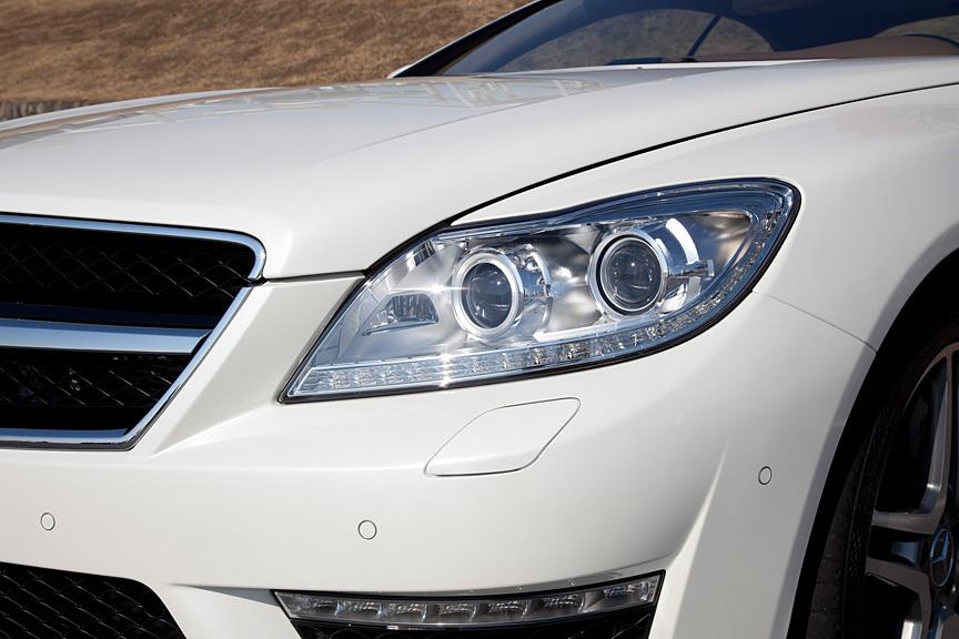 ヘッドライトにはLEDポジションランプが採用された