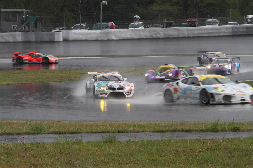 予選ではフェラーリはBMW、ポルシェといったFIA GT勢に負けたが、決勝ではどんどん順位を上げていった