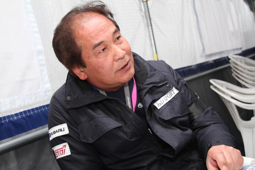 本島伸次監督。「最初は予選突破もままならなかったのに」と当初を振り返り、マシンの進化に手応えを感じているようだ