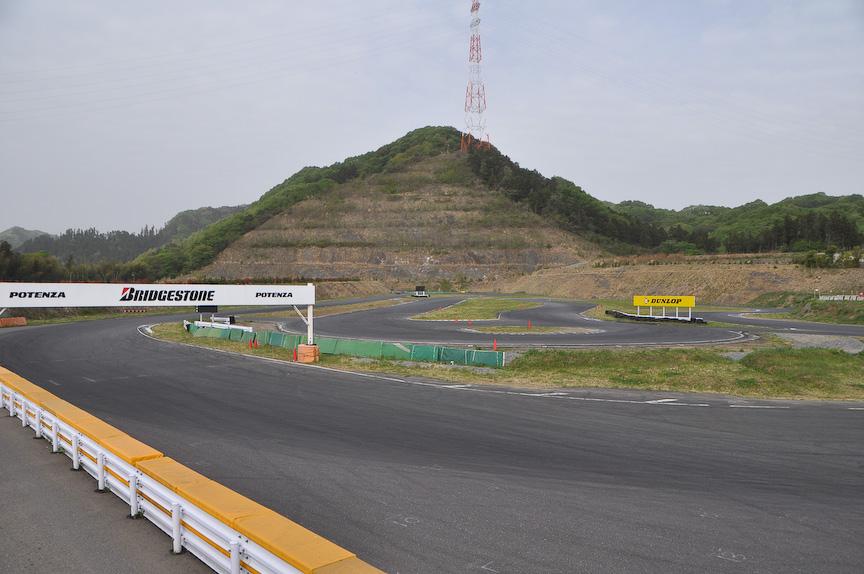 会場となった本庄サーキット。最終コーナーからメインストレート方向を撮影