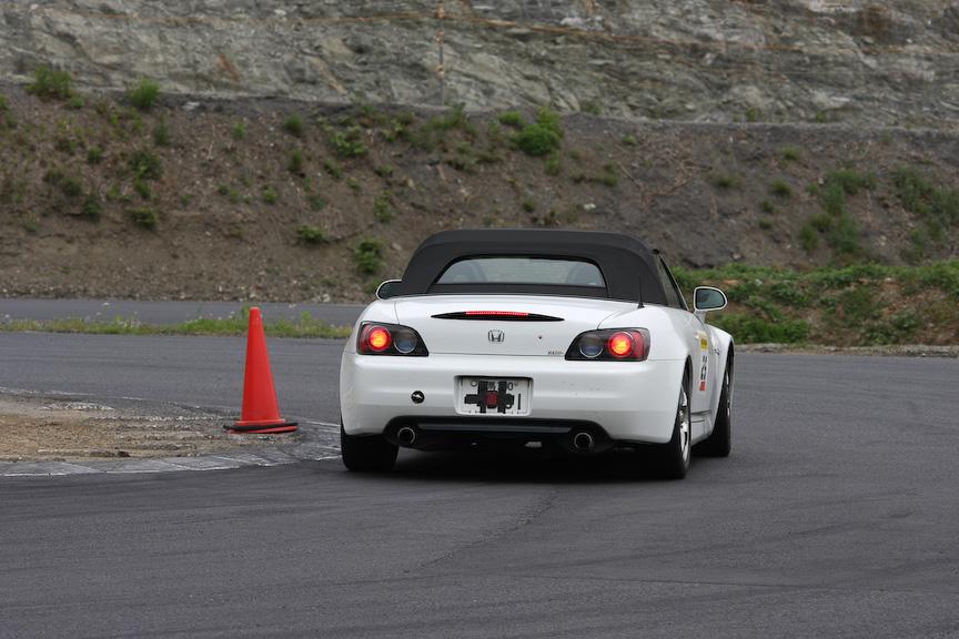 クリッピングにもパイロンがあり、そこで停止する。このときに突っ込みすぎやブレーキの余りに注意