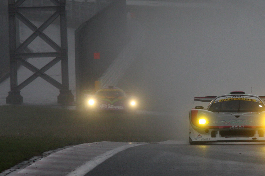 1コーナーを抜けたところでエンジンストップ。加藤選手はマシンを降りた