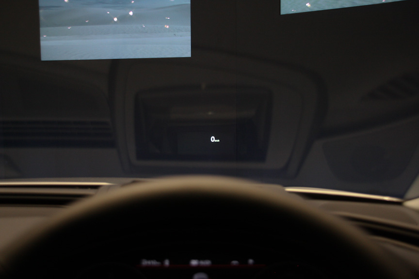 フロントウインドーに速度などを表示する「ヘッドアップディスプレイ」はオプション設定。アウディ初採用となる