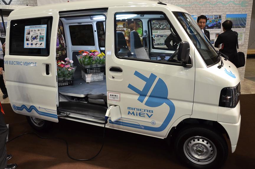 三菱自動車工業の軽EVバン「minicab-MiEV」。2012年に発売される