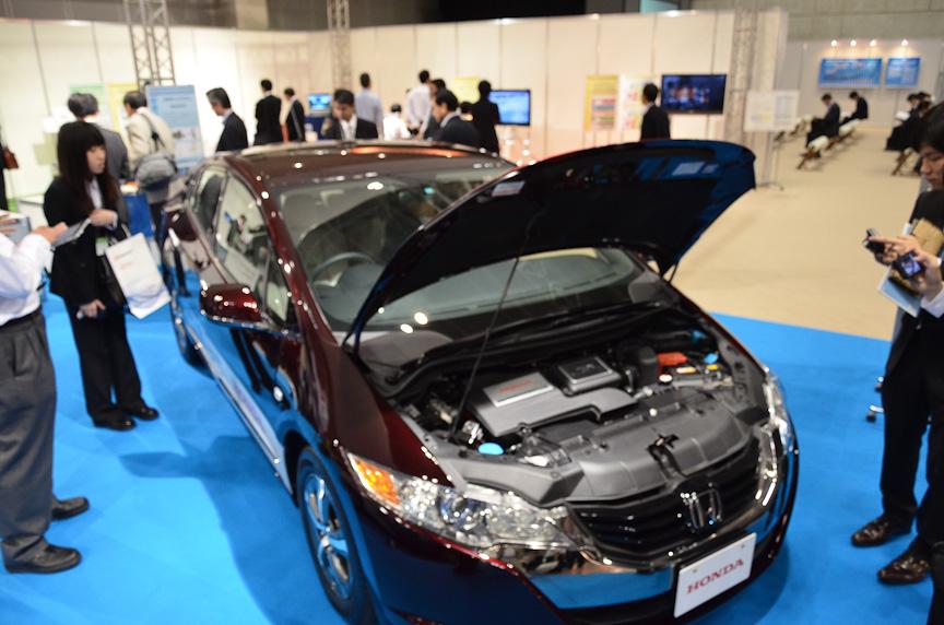 こちらは企画展示「車両電動化が拓く新しいくるま社会」。BMWの実験EV「MINI E」やホンダの燃料電池車「FCXクラリティ」を展示