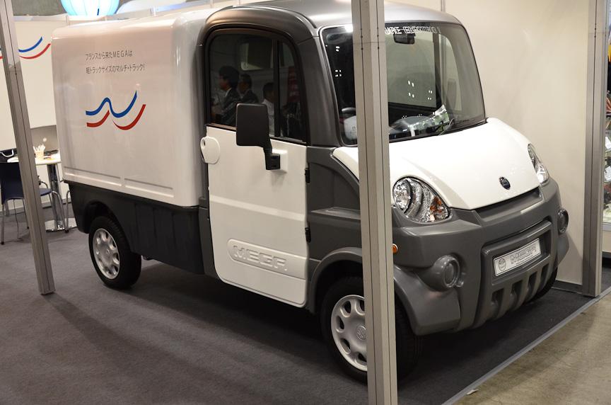 フランスの小型トラック「メガ」。EVモデルとガソリンモデルがある