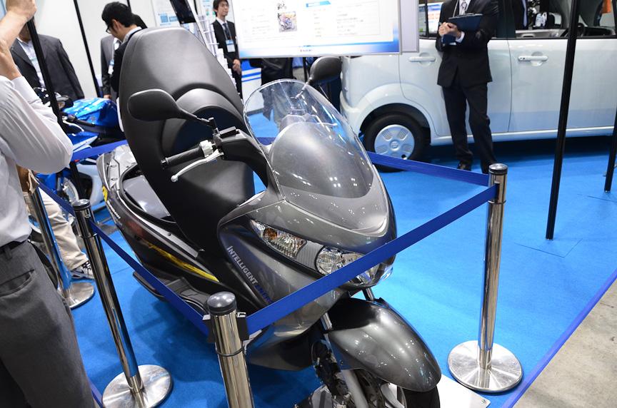 スズキの燃料電池スクーター