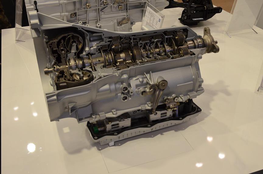 独ZFの8速AT。モジュラー構造になっており、アイドリングストップ用やマイルドハイブリッド用、フルハイブリッド用を簡単に作れる