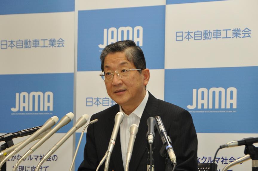休日シフトの実施について語る志賀俊之自動車工業界会長