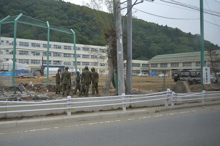 いまだ震災の傷跡が生々しい。避難所もいくつか見かけた