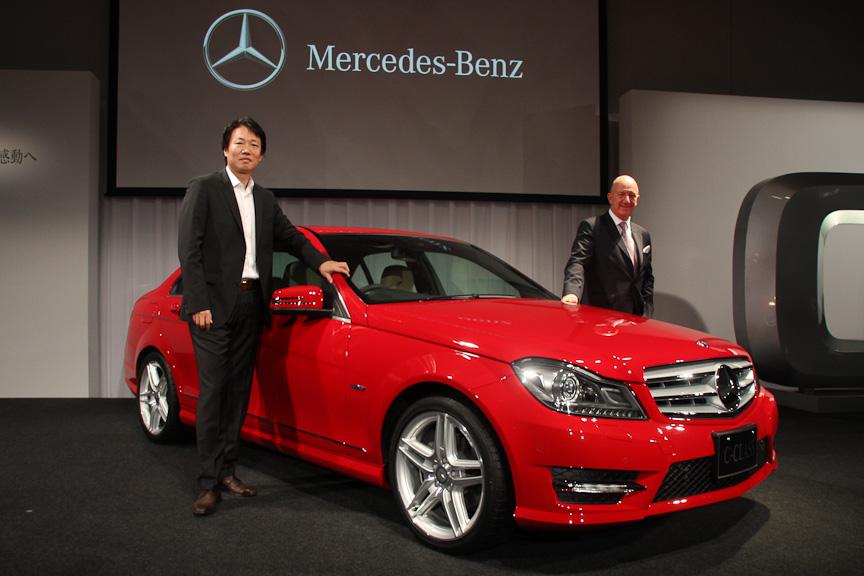 メルセデス・ベンツ日本のニコラス・スピークス代表取締役社長と上野金太郎副社長および新型Cクラス