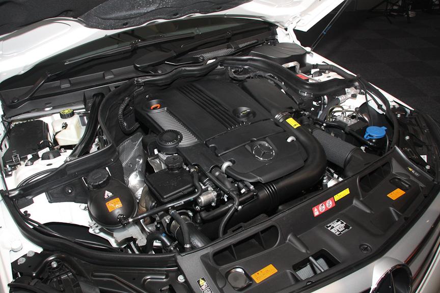 搭載エンジンはC 200シリーズと同じ直列4気筒DOHC 1.8リッターターボエンジンだが、最大出力は15kW(20PS)、最大トルクは40Nm(4.1kgm)高いスペックとなる
