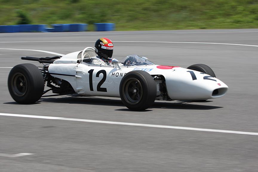 走行確認テスト中のF1マシン「RA272」