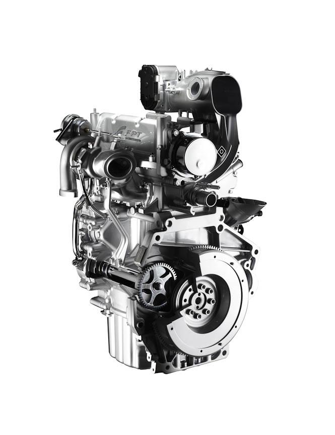 「ツインエア」エンジン(左)と、ツインエアを搭載する「500」