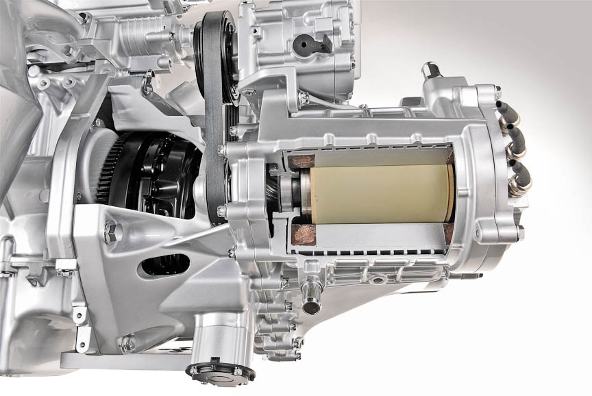 モーターを内蔵したデュアルクラッチATをツインエアと組み合わせ、500に搭載したプロトタイプ