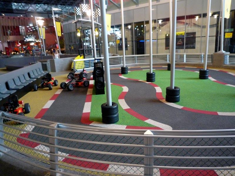 「ジュニア・トレーニング・キャンプ」。こちらは脚漕ぎの4輪車で遊ぶことができる
