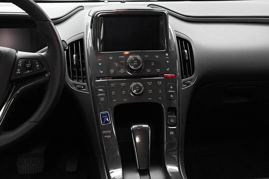 ステアリングやセンターコンソールの造形はシボレー各車に共通するもの