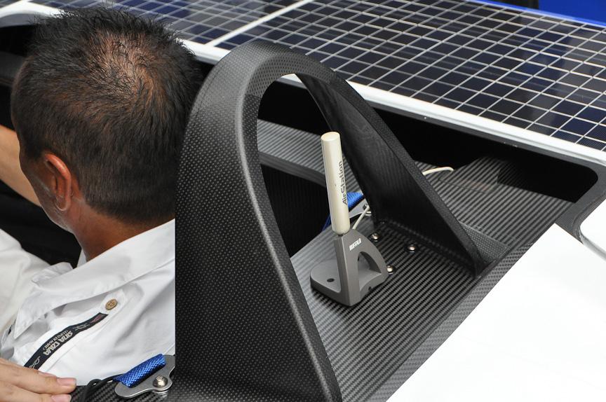 運転席後方にはWi-Fi通信用のアンテナが見える