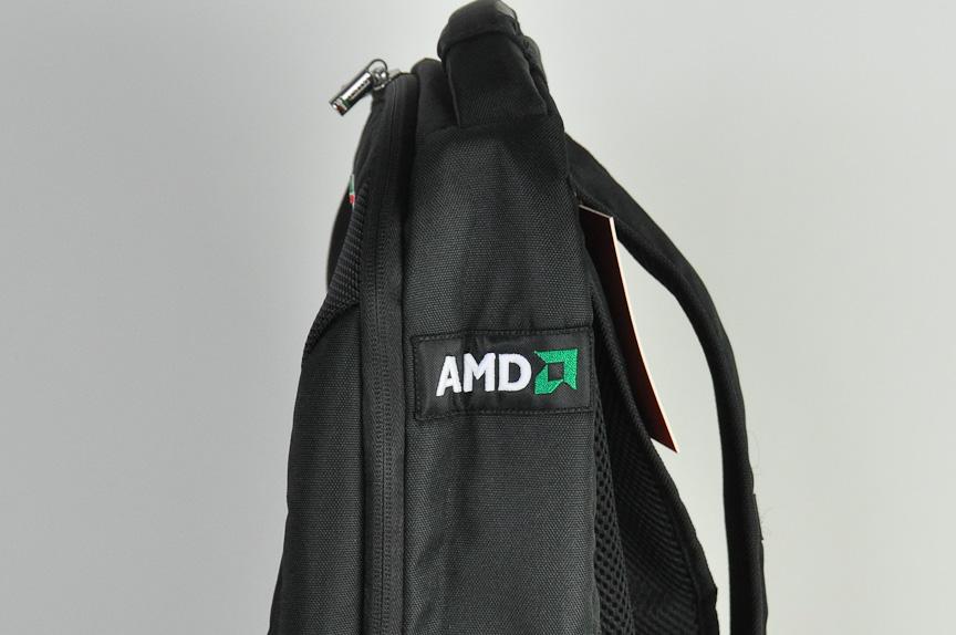 サイドには、フェラーリF1チームのスポンサーである「AMD」のロゴが入る