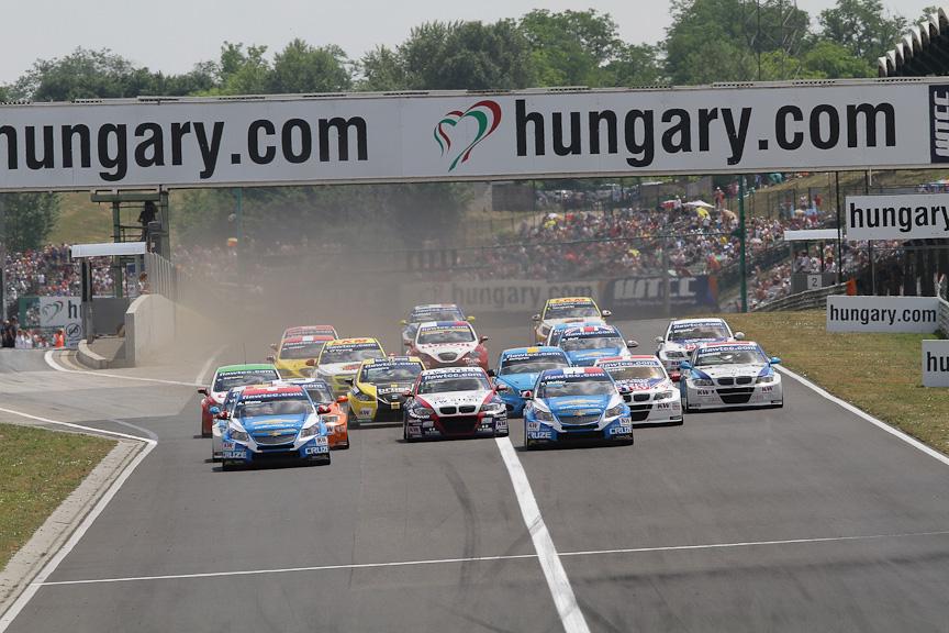 世界各地のサーキットを舞台に毎戦激しいバトルが繰り広げられるWTCC(世界ツーリングカー選手権)