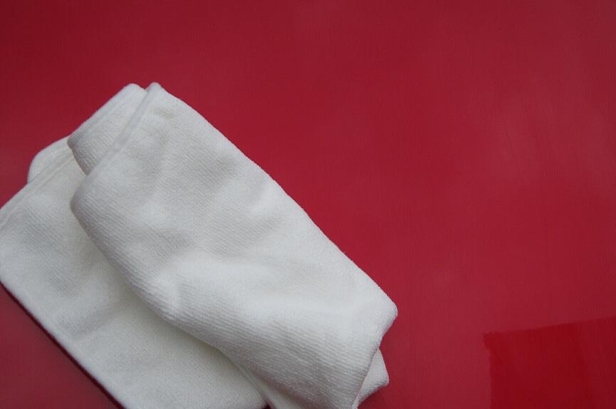 塗り終わって適度に乾いたところで拭き取りを開始する