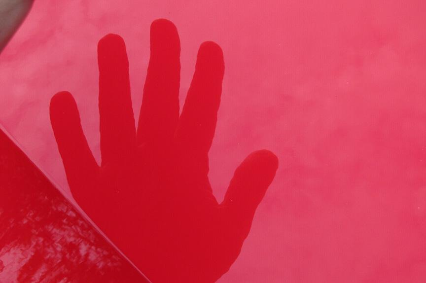 自分の手もきれいに反射して映っている